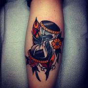 hourglass-tattoo-with-flower